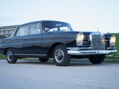 1964 M-B 220 (W111)